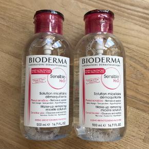Prisen er for begge flasker.   Helt nye og uåbnede Bioderma Sensibio / Crealine makeupfjerner / rensevand med pumpe. 500 ml i hver flaske. Holdbarhed til januar 2022.  Kan afhentes på Østerbro men jeg sender også gerne.    1 flaske sælges for 120,-  Prisen er fast.