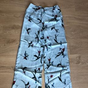 Smukke Just female bukser med vidde. Jeg har aldrig brugt dem, og der er stadig prismærke i.