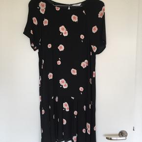 Sød kjole fra Envii. Brugt men stadig i fin stand.