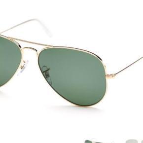 Solbriller Farve: Guld Oprindelig købspris: 1248 kr.