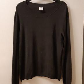 Behagelig grå trøje. Den er ikke for tyk, så den fungerer godt over en skjorte, især nu når det begynder at blive koldt 😁  Kan afhentes på Amager, christianshavn, Amagerbro. Der gives også god mængderabat.