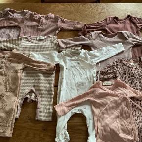 Baby tøj fra marmar noanoa gro m.m sælges til en god pris. Brugt sparsomt, er flot stand.  2 stk str. 50 ( enfant dragt og hvid marmar heldragt )  7 stk str. 56 (6 heldragter  1 body med bukser til )  700 kr   Køber betaler Porto