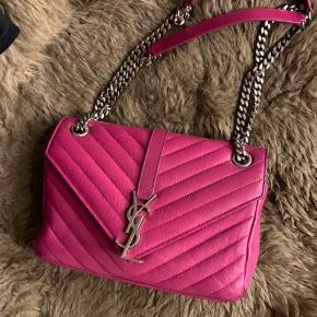 BYTTER IKKE  Sælger min ysl taske i den flotteste pink farve. Købt på Vestiaire for ca 2 år siden, har passet meget på den så den er super velholdt. Der er en smule slidtage i hjørnerne i bunden, se billeder. Nypris 12.300. Vil gerne have have 7000 for den. Dustbag og autencitet kort og kvittering fra vestiaire følger med