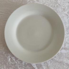 Skal hurtigt væk så byd gerne!  5 tallerkner 19,5 cm. i diameter