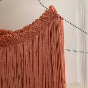 Lækker hanne Bloch 100% silke top.  Kun brugt et par gange.  Lækreste fersken farve
