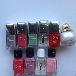 Hej piger,   Sælger alle disse lækre lakker fra Dior.  Alle kan købes for kr 250. Ellers kan de købes til kr 30 stykket :-)   Køber betaler fragt.