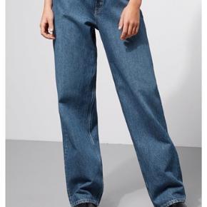 Model: rail. Farve: laven. Weekday. Str 29/30. Vasket en gang. Kan leveres i Århus.  Baggy jeans. Kom med et bud!