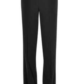 Varetype: Brooke Pant Wide Leg Farve: Sort Oprindelig købspris: 899 kr.  De lækreste bløde bukser i polyester/viskose og elastan.