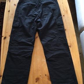 Hermed muligheden for at gøre et rigtig godt køb!:  Wood Pocket pants fra deres 2018 kollektion. Bukserne er str 50 svarende til str. W32-33/32  Bukserne har været prøvet på et par gange, men aldrig brugt.  Nypris: 1000 kr Din pris: 310 kr  De kan prøves og eller afhentes i Lyngby eller sendes med posten.   Mange hilsener TM