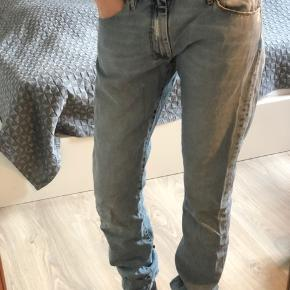 Cool jeans fra Acne med boyfriend fit. Str. 29/34. Passer en normal str. 27-28.  Kan afhentes i Aalborg og sendes med DAO. Køber betaler porto.     #30dayssellout