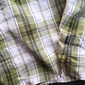 Lækker skjorte sælges billigt.