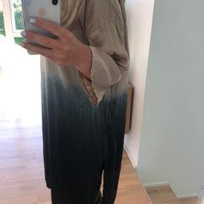 Meget smuk kjole fra Bitte Kai Rand. Brugt et par gange, men har ingen fejl eller slid. Skriv for mere info