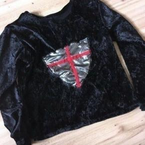Ridder bluse udklædning str 3-5 år - fast pris -køb 4 annoncer og den billigste er gratis - kan afhentes på Mimersgade 111 - sender gerne hvis du betaler Porto - mødes ikke andre steder - bytter ikke