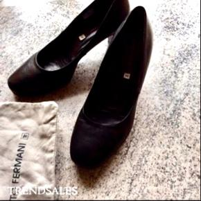 Super Lækker sko fra Alberto Fermani Hælhøjde ca 6,5cm Farve: Sort