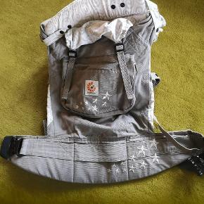 ErgoBaby original bundle bæresele - Galaxy Grey Flot bæresele, som ny, da den kun er brugt få gange. Fra røgfri hjem.
