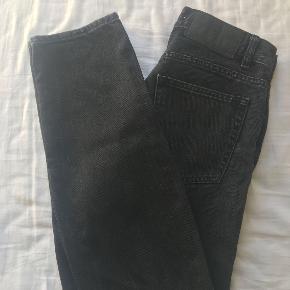 JUNKYARD Jeans  Model: Relaxed cropped  Str. 28