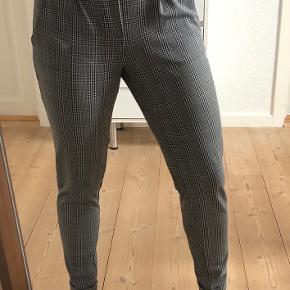 Bukserne er rigtig pæne og behagelige at have på. Sælger kun fordi jeg ikke får dem brugt😊
