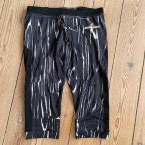 Tights fra Adidas by Stella McCartney. 3/4 længde