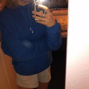 Blå oversized hoodie