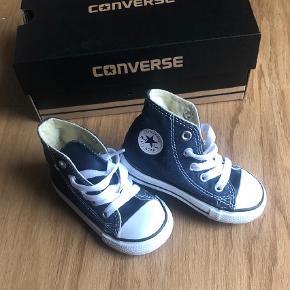 Så smarte og fine skoStadig i kassen, aldrig brugt   Sko Farve: Blå Oprindelig købspris: 500 kr.