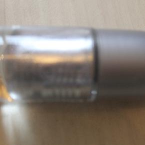 Helt ny neglelak. essence shine last & go! gel nail polish (no lamp needed) (28 razzle dazzle) Kan sendes eller hentes