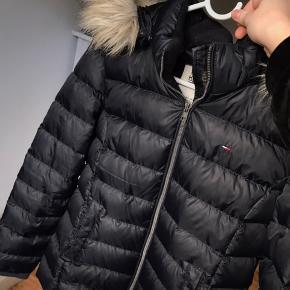 Brugt en vinter, købt for 1.595 kr  Lille i størrelsen (jeg bruger m, og den er stadig lidt stram med en tyk trøje under)  Kan hentes i Aalborg, ellers betaler køber fragt