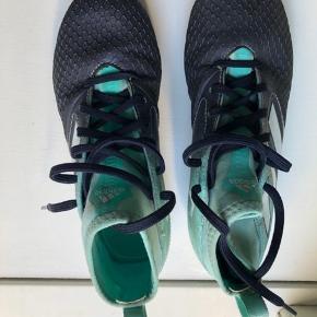 Fodboldstøvler fra Adidas.