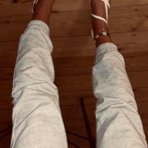 Lækre sandaler med firkantede snuder og en lille hæl. Aldrig brugt!