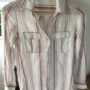 Se også mine andre over 100 skønne annoncer 🌸 Bla også denne skjorte med blå striber 🙌🏼