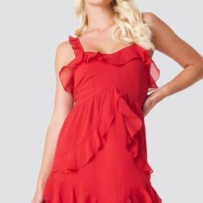 Helt ny kjole, fejler intet. Mp 75kr