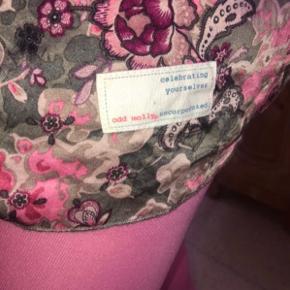 Størrelse 2, svarer til s/m Kan bruges som natkjole eller top 100% silke