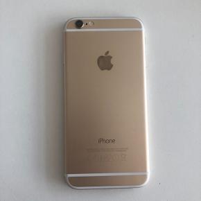 iPhone 6 i gold med 64gb sælges. Skærmen er ny, men frontkameraet virker ikke. Muligvis fordi skærmen sidder lidt løst (se sidste billede). Ellers i god stand med nyt batteri med 100% maximumkapacitet.   Har kasse og kvittering endnu  Prisen er ved afhentning eller mobilepay. Ved ts-handel vedlægges gebyr