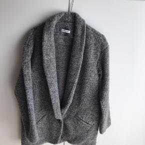 38% Wool 33% acryl 18% polyester  11% Alpaga