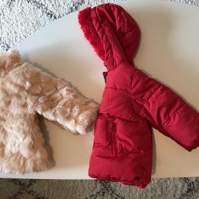 Stor tøjpakke til pige, i str 80. 5 stk bodyer, 1 stk pelsjakke, 1 stk vinterjakke, 2 stk kjoler, 8 stk bluser, 1 stk svømmeble, 1 stk strømpebukser, 3 par futter/indesko, 1 par uldvanter, 1 par ballerina, 1 par sokker, 1 stk savlesmække. Mærker som Zara baby, Name It, Joha, Sirri, Melton, Arena, H&M. ⭐️giv et bud⭐️