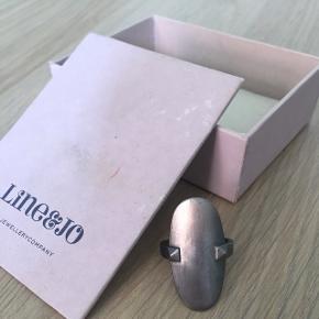 Fin klassisk ring. Er ikke blevet brugt meget, men har haft den i mange år. Kvitteringen haves stadig.  BYD! NP: 1.700 kr.