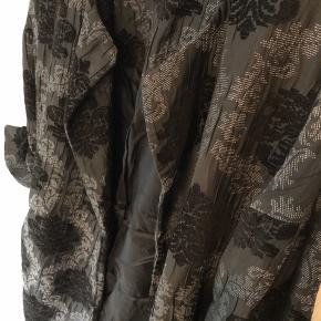 Kimonoagtig jakke/cardigan fra ZARA