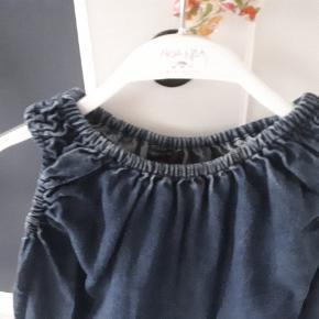 Virkelig skøn kjole i god kvalitet. Meget fleksibel i str, da der er elastik ved arme og skuldre. Jeg har brugt den både som kjole og som lang bluse. Flot stand. Porto 38kr.