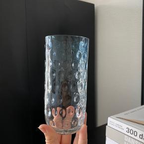 Vase med prikker