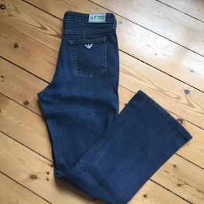 Rigtig fede Armani jeans i mørkeblåStr. W30 Flot stand.  Afhentes Kbh Sv eller sendes med DAO 📦