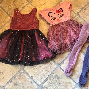 2 kjoler fra VRS, strømpebukser fra Mini Mow. Str. 86/92