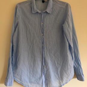 Divided lyseblå stribet skjorte str 40
