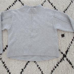 Mega lækker strik fra H&M Trend i uld / cashmere brugt få gange, da den desværre er købt for lille. (Jeg er en str. 36). Nypris 499,- Bytter ikke.