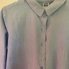 Klassisk skjorte, kan fint bruges som oversized🐬  #Secondchancesummer