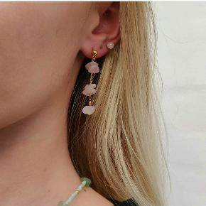 Øreringe i forgyldt stål, med halvædelsten ✨ Kan også købes via Instagram (@sodi_smykker) med fragt til 10 kr
