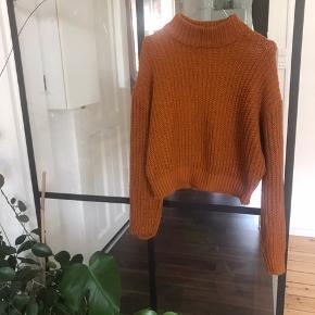 Nærmest, helt ny 'efterårsfarvet,' sweater (med semi høj hals) fra Zara - Taljelængde :) Brugt 3 gange højest, men blev for stor i str.
