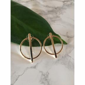 Øreringe sælges ❤️  Jeg har et tilbud med 4 smykker for 99,- Disse er med i tilbuddet ❤️