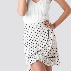 Sælger denne søde nederdel, størrelse 34 Brugt 1 gang