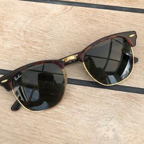 Ray Ban clubmaster solbriller   Køber betaler fragt men fortrækker at mødes.   Foretrækker at mødes og handle