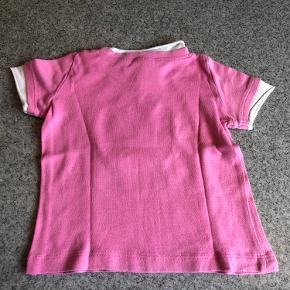 Sød lyserød T-shirt str 86/92 med Hello Kitty købt i H&M - brugt få gange.