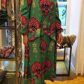 Super smuk Tales Of Rebels kjole sælges. Aldrig brugt. Nypris 1800 kr.   Modtager gerne bud, såfremt det ikke er langt fra prisen.